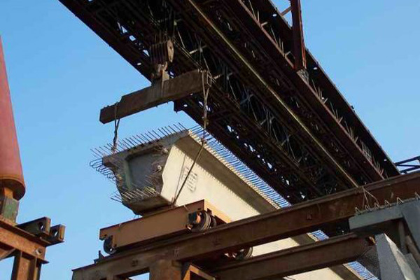 预制构件对于在道路的隧道安装的使用中的作用